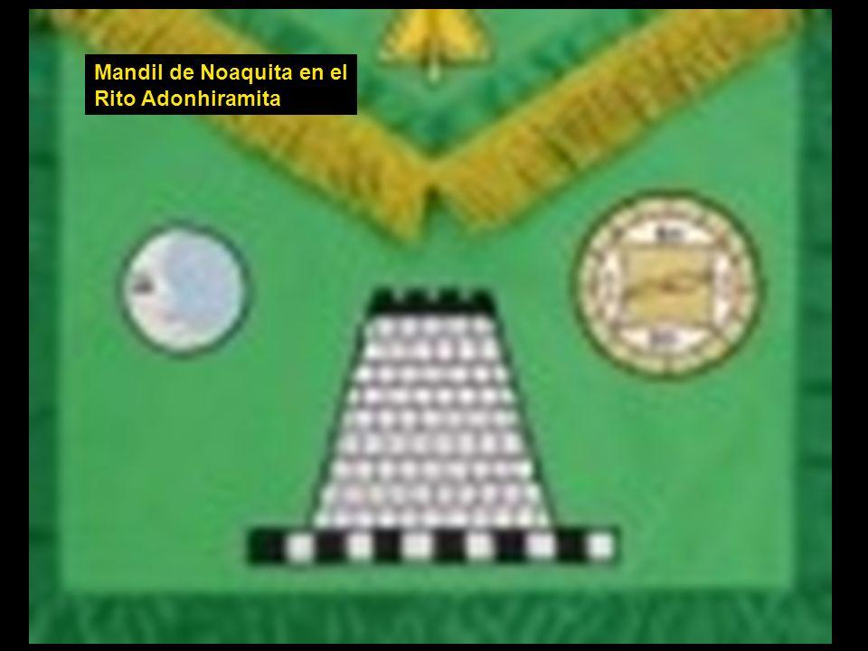 La Papisa del Tarot, con sus atributos lunares