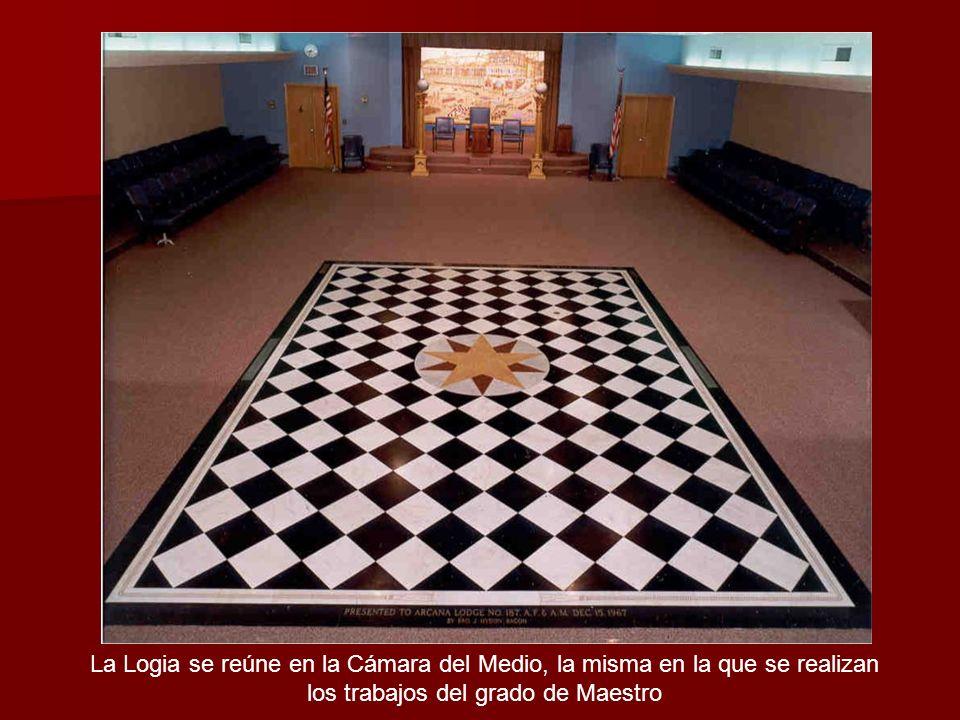 La Logia se reúne en la Cámara del Medio, la misma en la que se realizan los trabajos del grado de Maestro