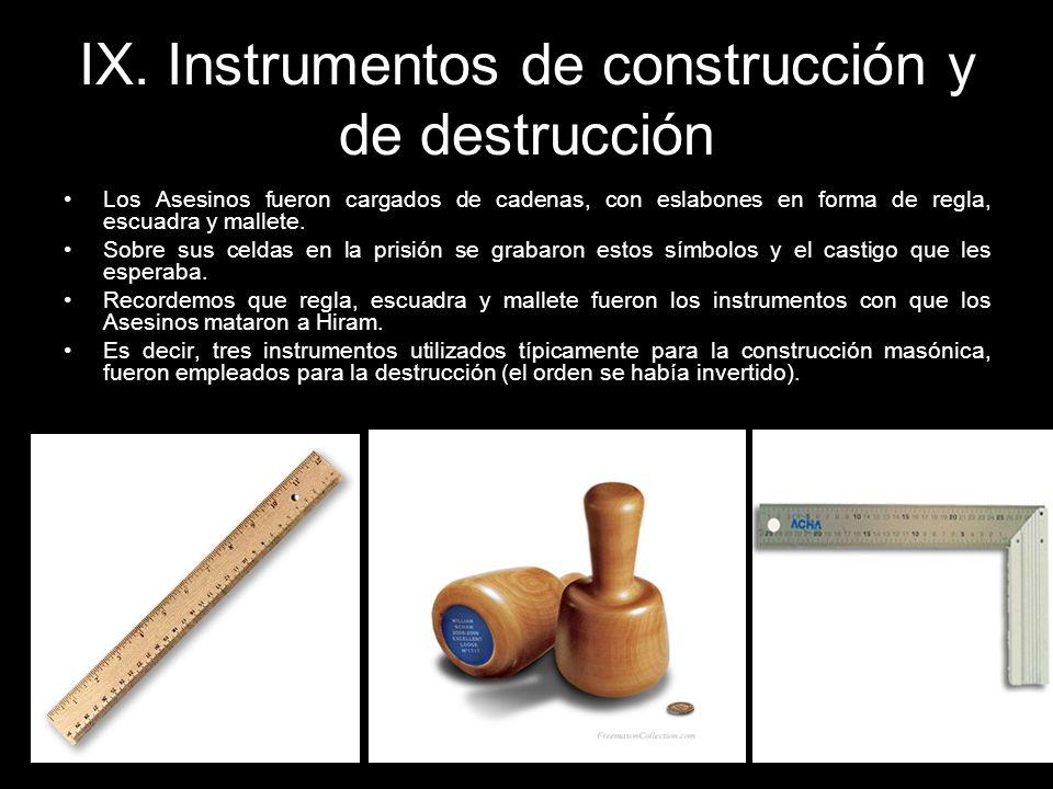 IX. Instrumentos de construcción y de destrucción Los Asesinos fueron cargados de cadenas, con eslabones en forma de regla, escuadra y mallete. Sobre