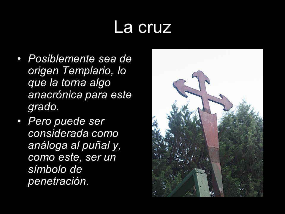 La cruz Posiblemente sea de origen Templario, lo que la torna algo anacrónica para este grado. Pero puede ser considerada como análoga al puñal y, com