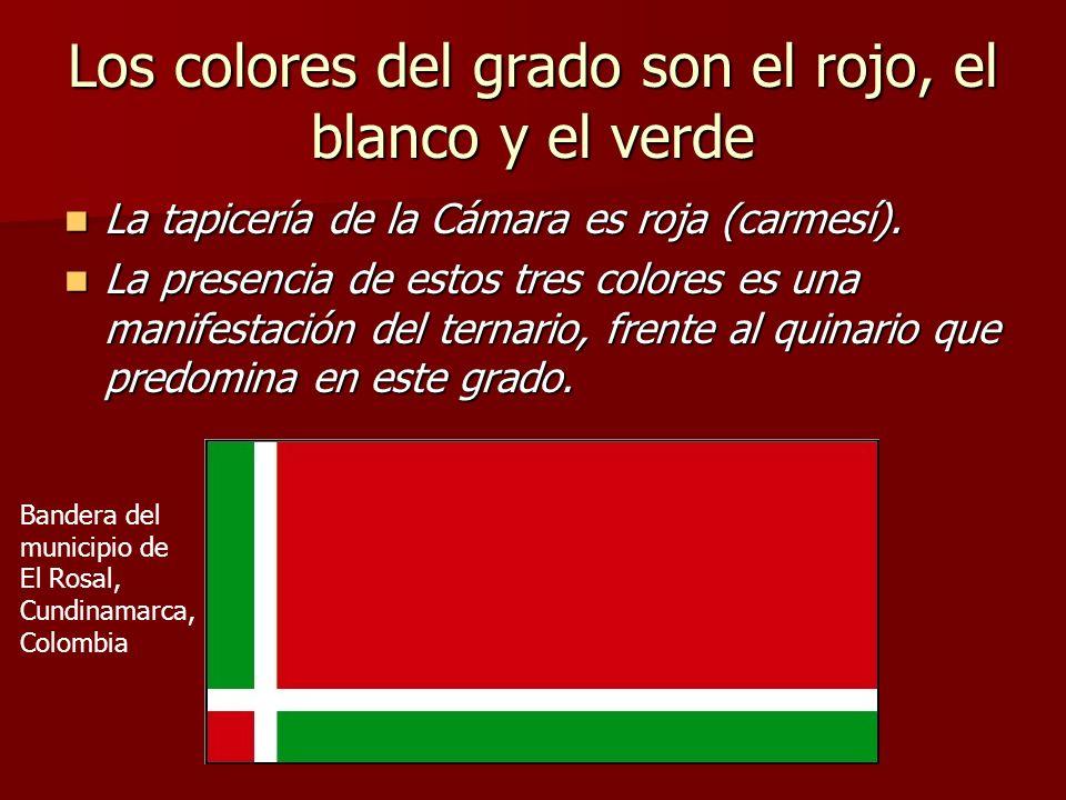 Los colores del grado son el rojo, el blanco y el verde La tapicería de la Cámara es roja (carmesí). La tapicería de la Cámara es roja (carmesí). La p