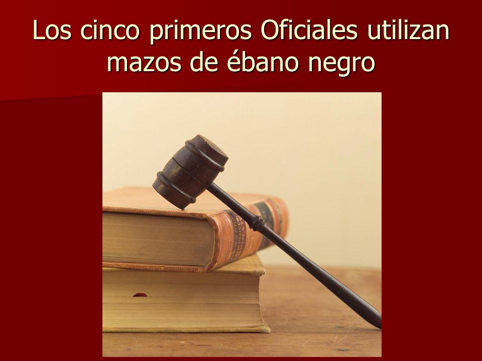 Los cinco primeros Oficiales utilizan mazos de ébano negro