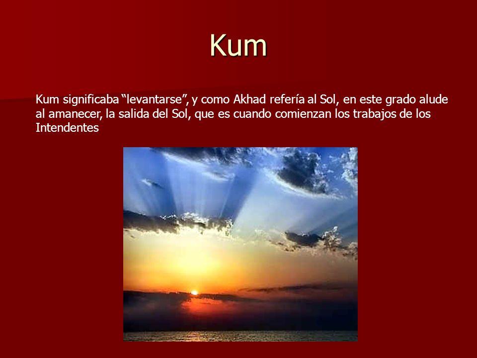 Kum Kum significaba levantarse, y como Akhad refería al Sol, en este grado alude al amanecer, la salida del Sol, que es cuando comienzan los trabajos