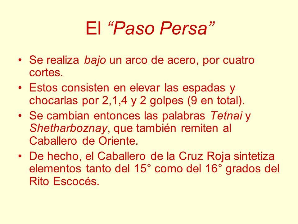 El Paso Persa Se realiza bajo un arco de acero, por cuatro cortes. Estos consisten en elevar las espadas y chocarlas por 2,1,4 y 2 golpes (9 en total)
