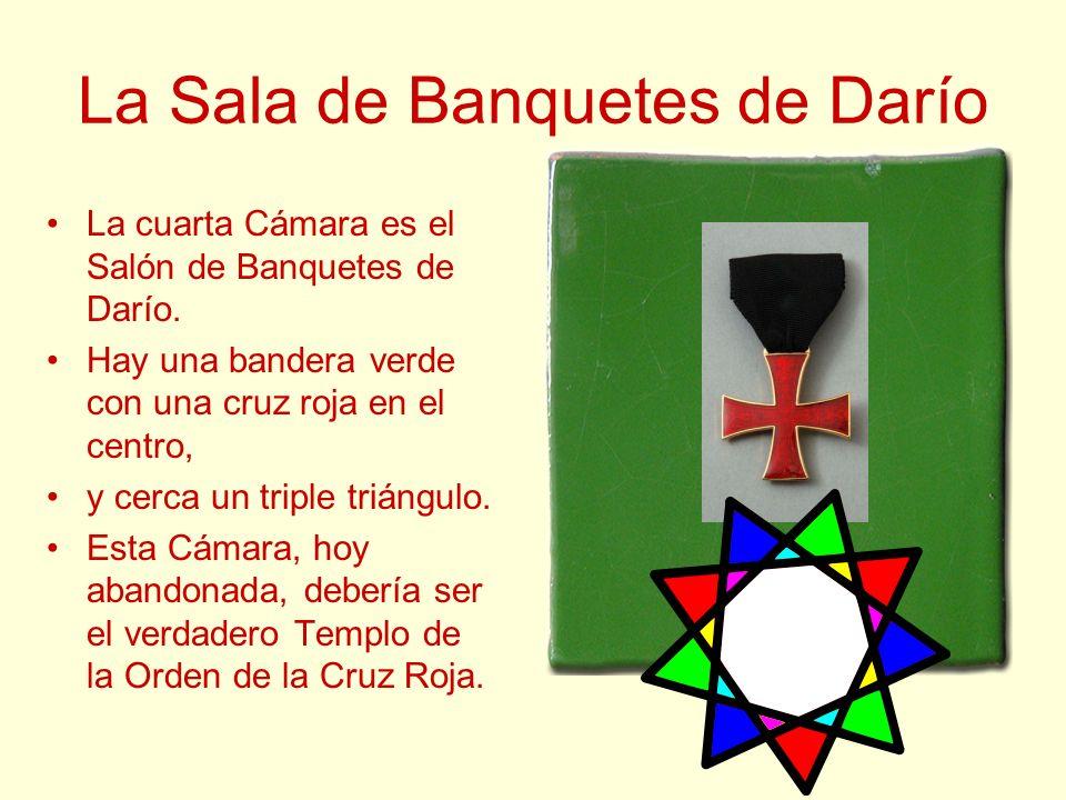 La Sala de Banquetes de Darío La cuarta Cámara es el Salón de Banquetes de Darío. Hay una bandera verde con una cruz roja en el centro, y cerca un tri