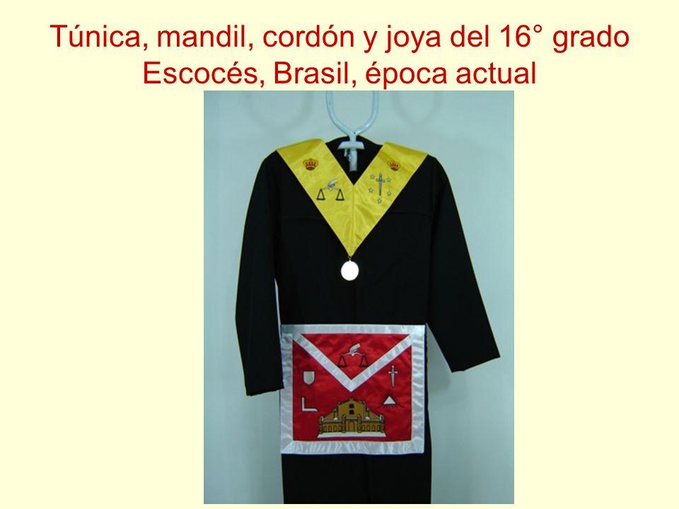 Túnica, mandil, cordón y joya del 16° grado Escocés, Brasil, época actual