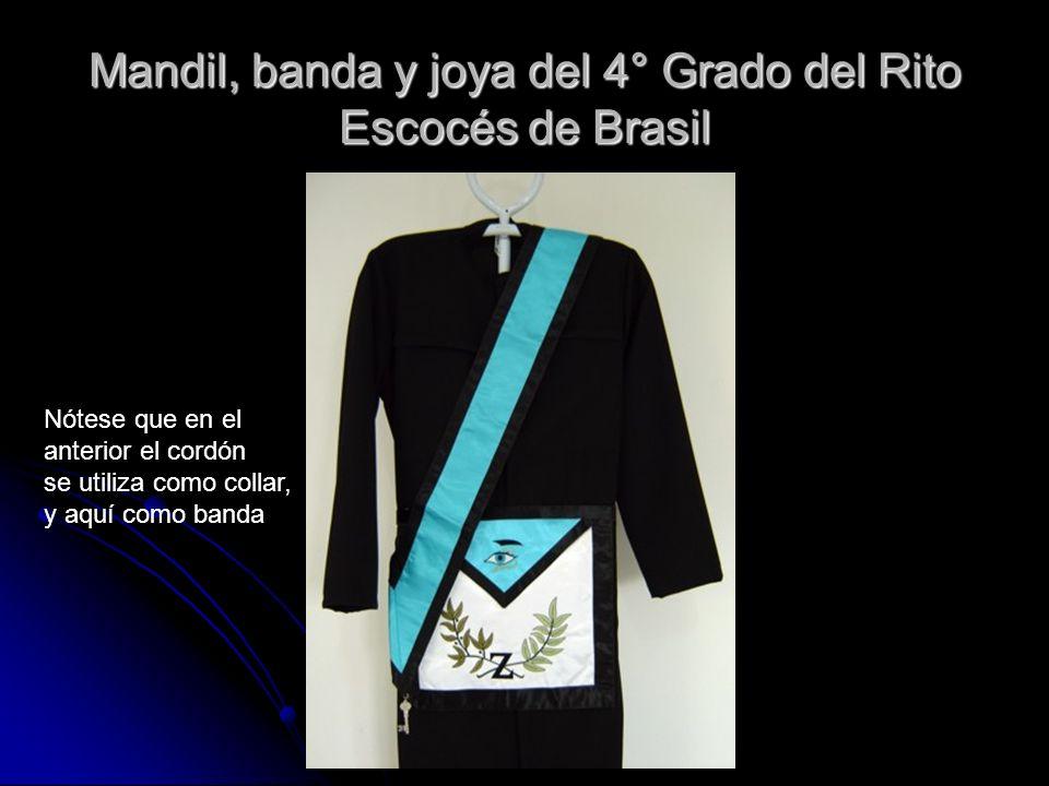 Mandil, banda y joya del 4° Grado del Rito Escocés de Brasil Nótese que en el anterior el cordón se utiliza como collar, y aquí como banda