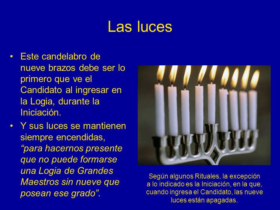 Las luces Este candelabro de nueve brazos debe ser lo primero que ve el Candidato al ingresar en la Logia, durante la Iniciación. Y sus luces se manti