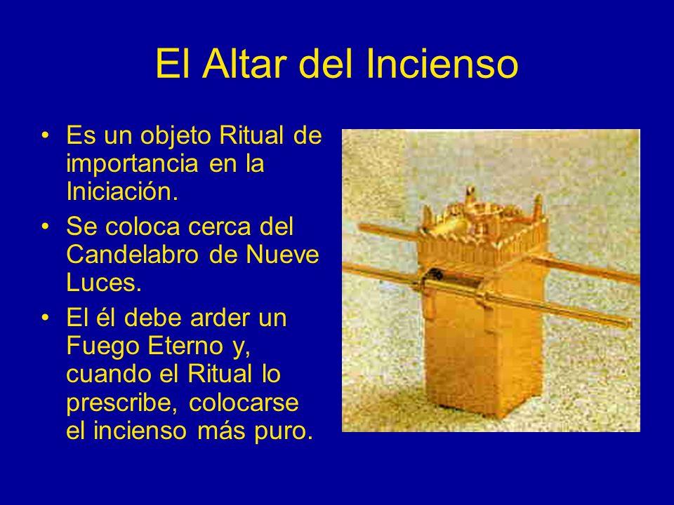 El Altar del Incienso Es un objeto Ritual de importancia en la Iniciación. Se coloca cerca del Candelabro de Nueve Luces. El él debe arder un Fuego Et