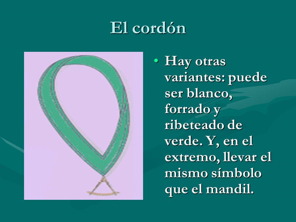 El cordón Hay otras variantes: puede ser blanco, forrado y ribeteado de verde. Y, en el extremo, llevar el mismo símbolo que el mandil.