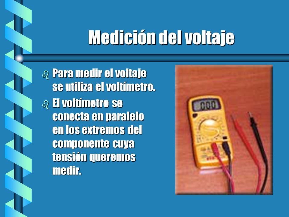Medición del voltaje b Para medir el voltaje se utiliza el voltímetro. b El voltímetro se conecta en paralelo en los extremos del componente cuya tens