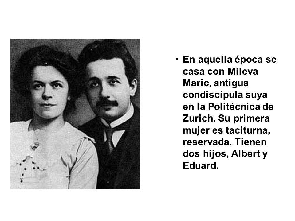 En aquella época se casa con Mileva Maric, antigua condiscípula suya en la Politécnica de Zurich. Su primera mujer es taciturna, reservada. Tienen dos