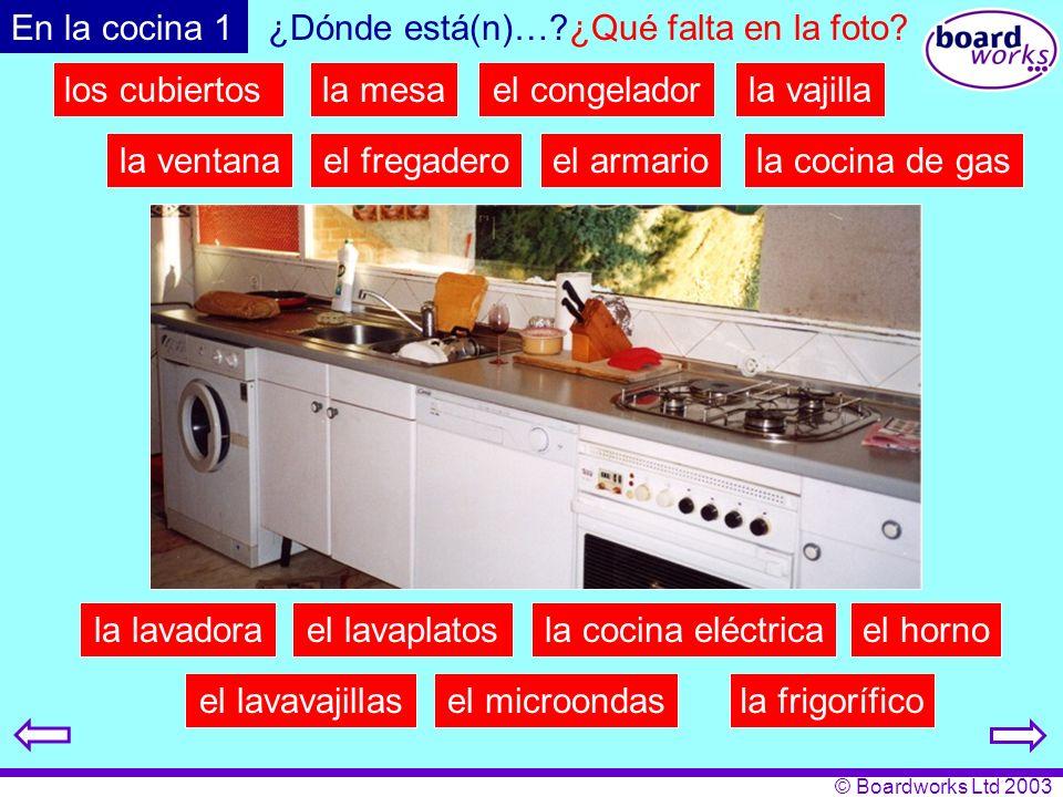 © Boardworks Ltd 2003 En la cocina 1 el fregadero la frigorífico el armario la lavadorael lavaplatos la cocina de gas la cocina eléctrica la ventana el horno el microondas la mesael congelador el lavavajillas la vajilla ¿Dónde está(n)…?¿Qué falta en la foto.