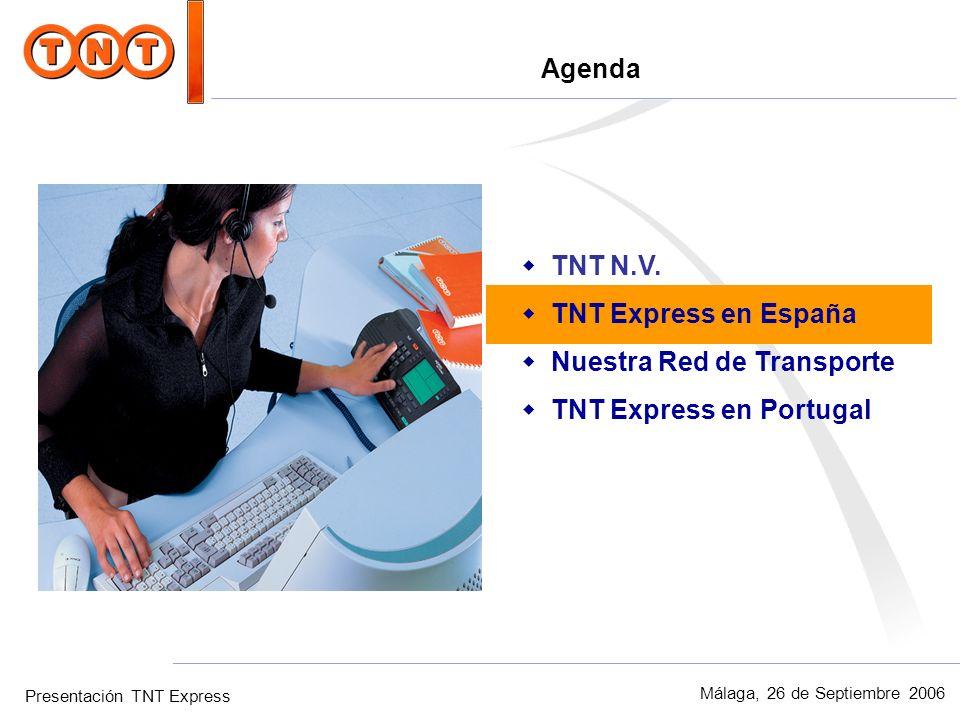 Presentación TNT Express Málaga, 26 de Septiembre 2006 TNT en España wTotal m 2 en España: 160.000 wEmpleados: 4.100 wDelegaciones: 70 wLíderes en Carga Express wLíderes en el sector de Automoción wLíderes en el sector de Biomedicina En España, TNT cuenta con 70 centros operativos repartidos por toda la geografía nacional, con una capacidad de 160.000 metros cuadrados, y posee una plantilla de 4.100 profesionales, que ofrecen servicio de entrega y recogida en todas las provincias de España.