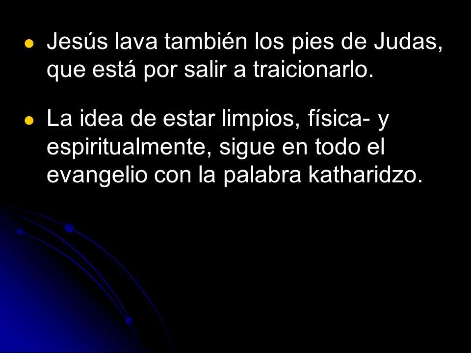 Jesús lava también los pies de Judas, que está por salir a traicionarlo. La idea de estar limpios, física- y espiritualmente, sigue en todo el evangel