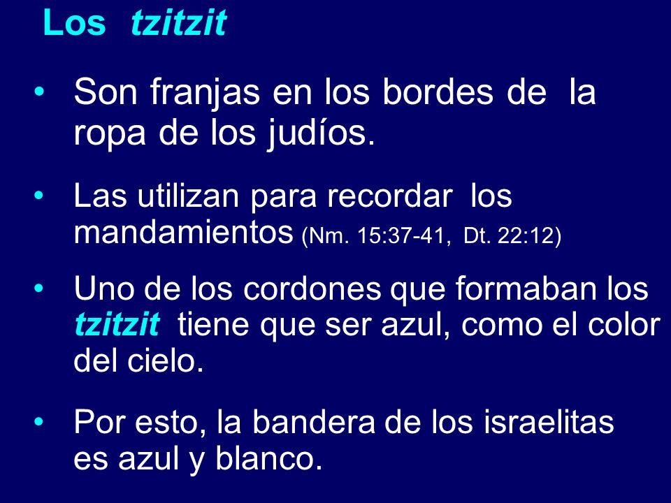 Los tzitzit Son franjas en los bordes de la ropa de los judíos. Las utilizan para recordar los mandamientos (Nm. 15:37-41, Dt. 22:12) Uno de los cordo