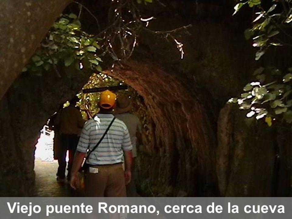 Viejo puente Romano, cerca de la cueva
