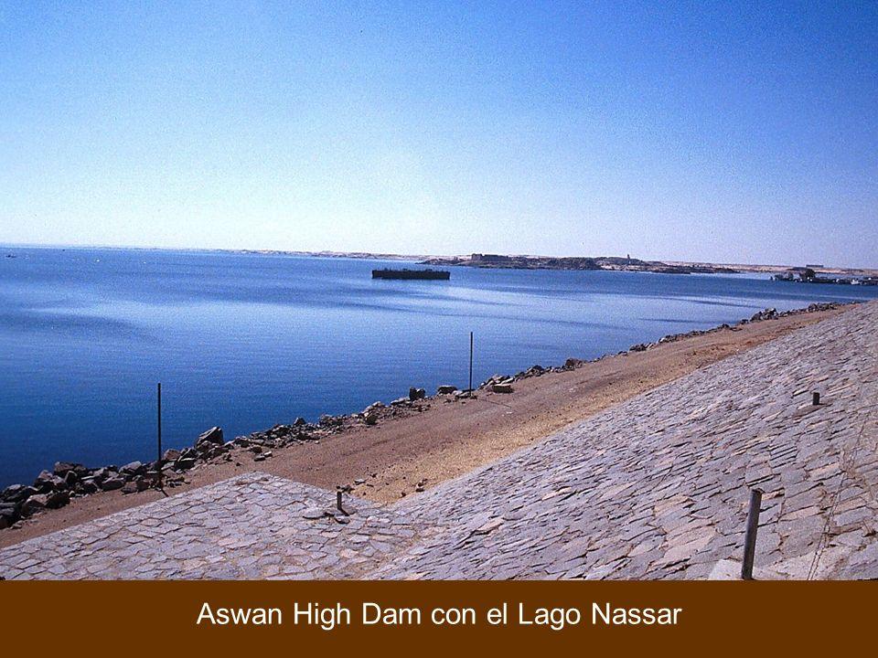 Aswan High Dam con el Lago Nassar