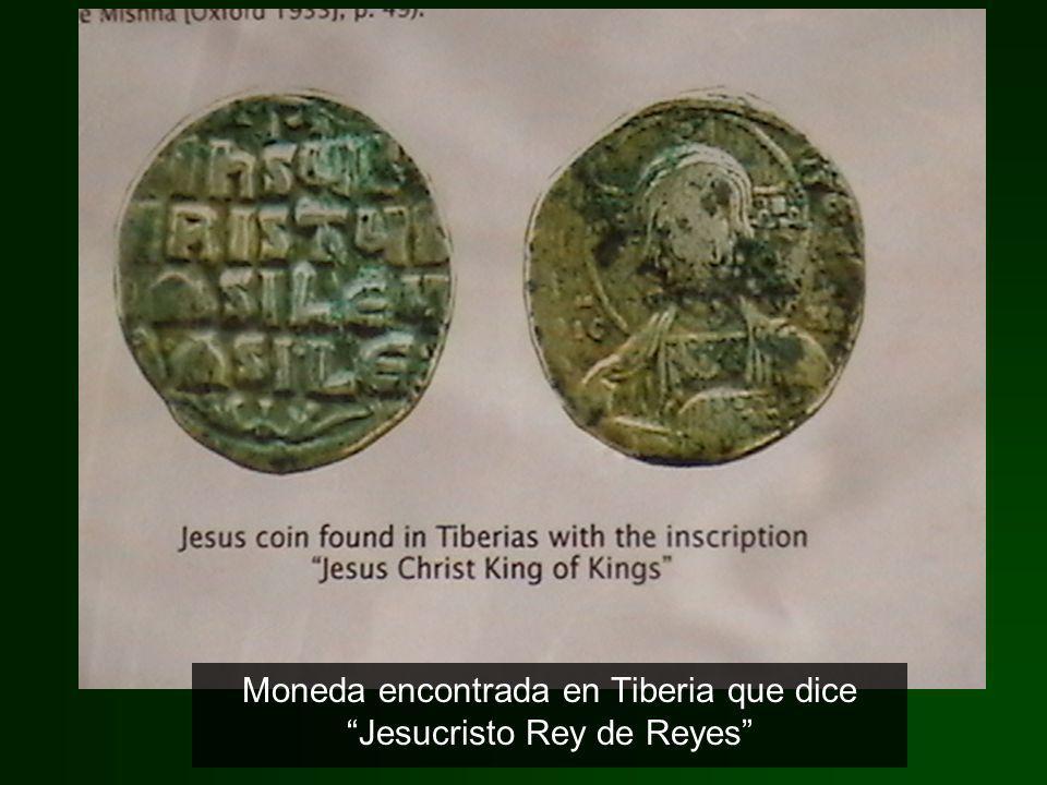 Moneda encontrada en Tiberia que dice Jesucristo Rey de Reyes