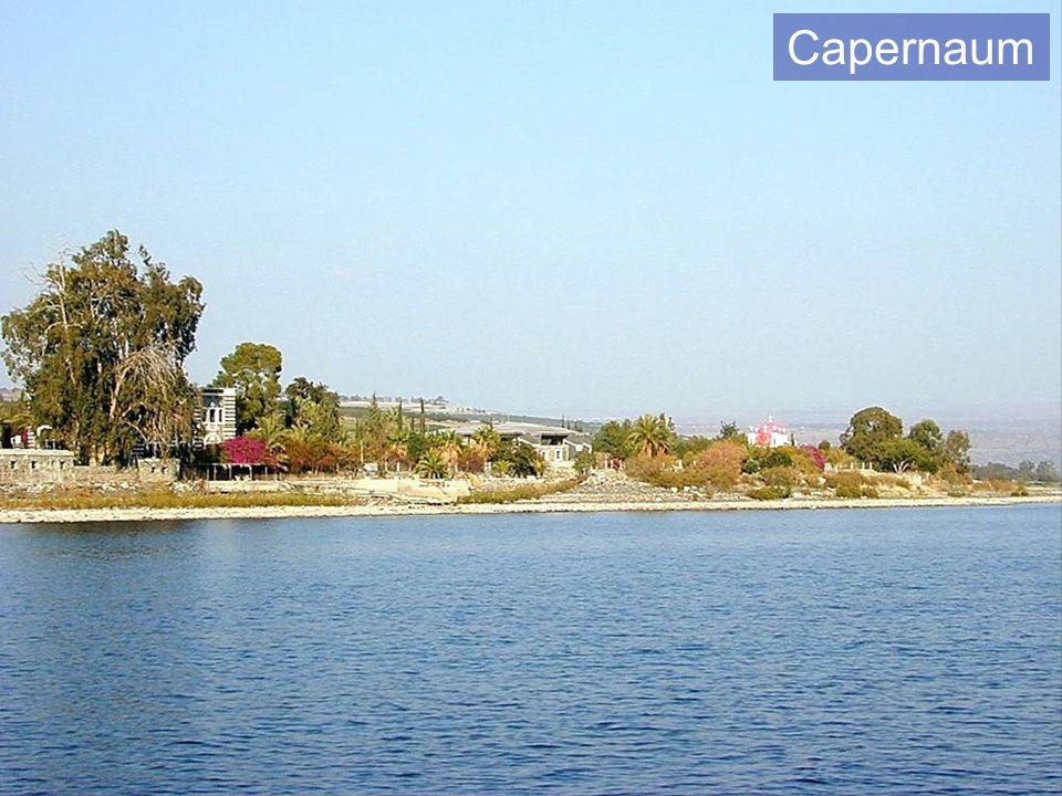Sinagoga de Capernaum vista desde el agua