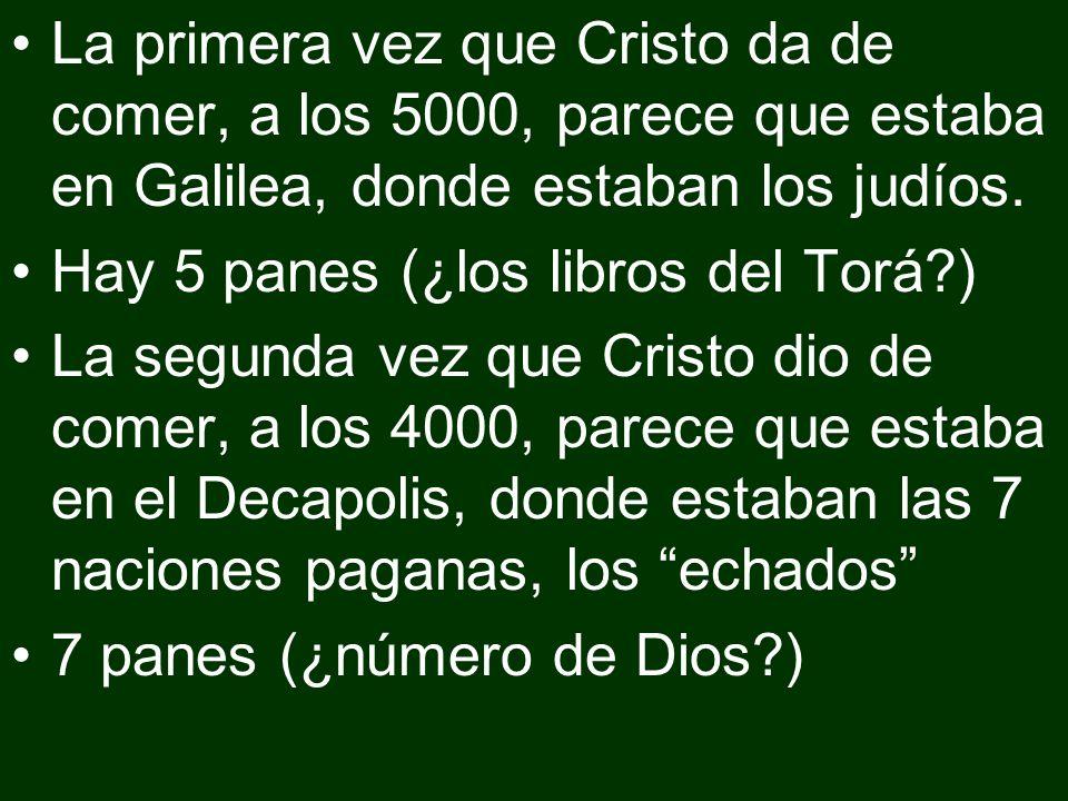 La primera vez que Cristo da de comer, a los 5000, parece que estaba en Galilea, donde estaban los judíos. Hay 5 panes (¿los libros del Torá?) La segu