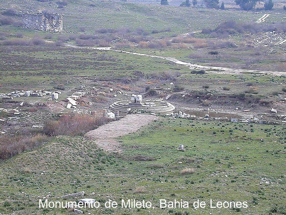 Monumento de Mileto, Bahia de Leones