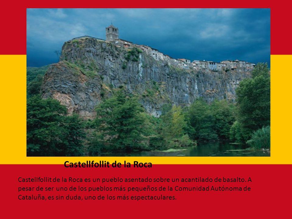 Castellfollit de la Roca Castellfollit de la Roca es un pueblo asentado sobre un acantilado de basalto. A pesar de ser uno de los pueblos más pequeños