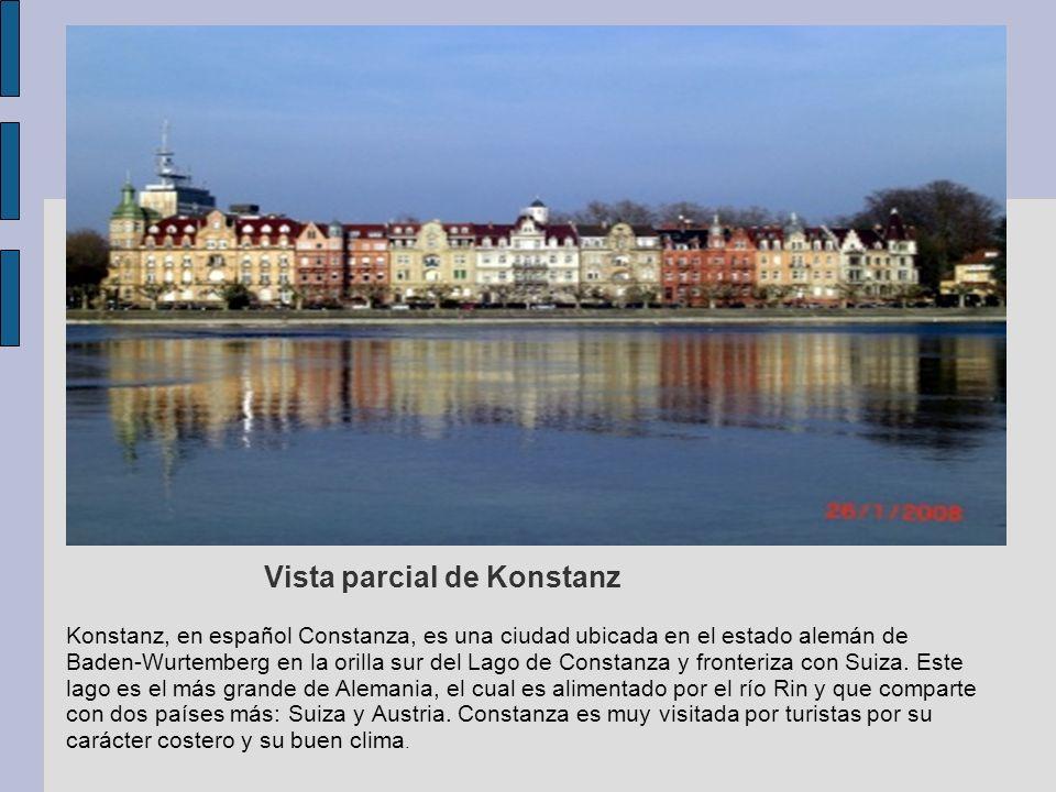Vista parcial de Konstanz Konstanz, en español Constanza, es una ciudad ubicada en el estado alemán de Baden-Wurtemberg en la orilla sur del Lago de C