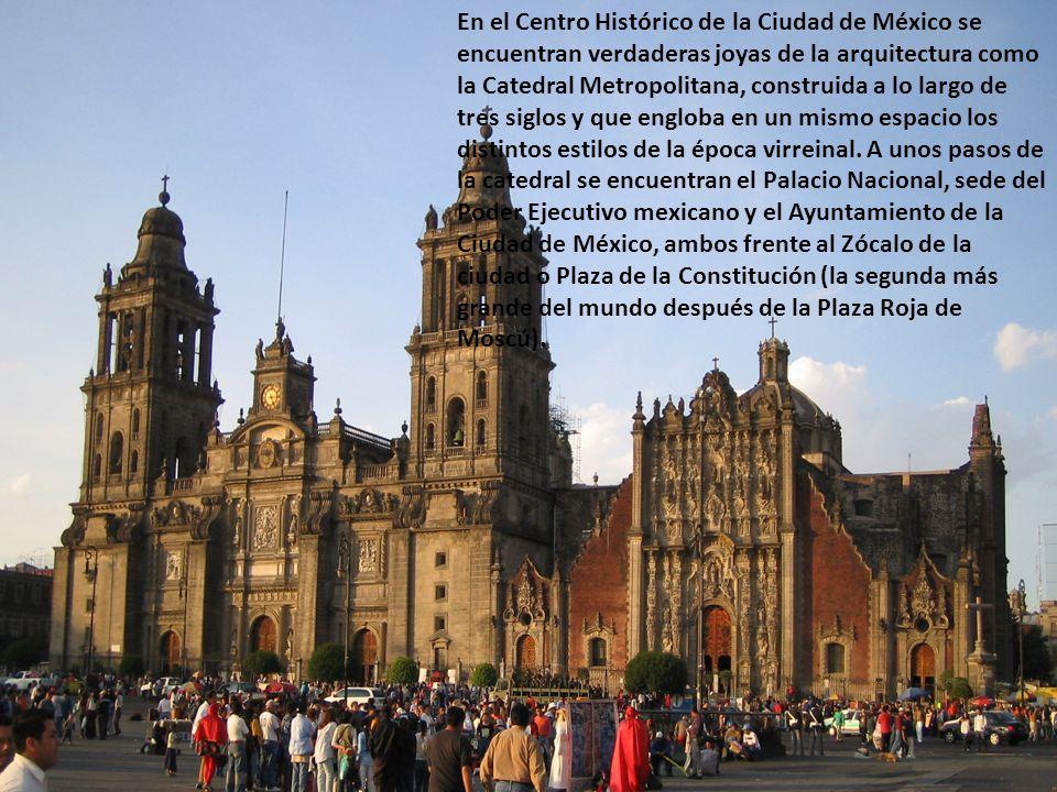 En el Centro Histórico de la Ciudad de México se encuentran verdaderas joyas de la arquitectura como la Catedral Metropolitana, construida a lo largo de tres siglos y que engloba en un mismo espacio los distintos estilos de la época virreinal.
