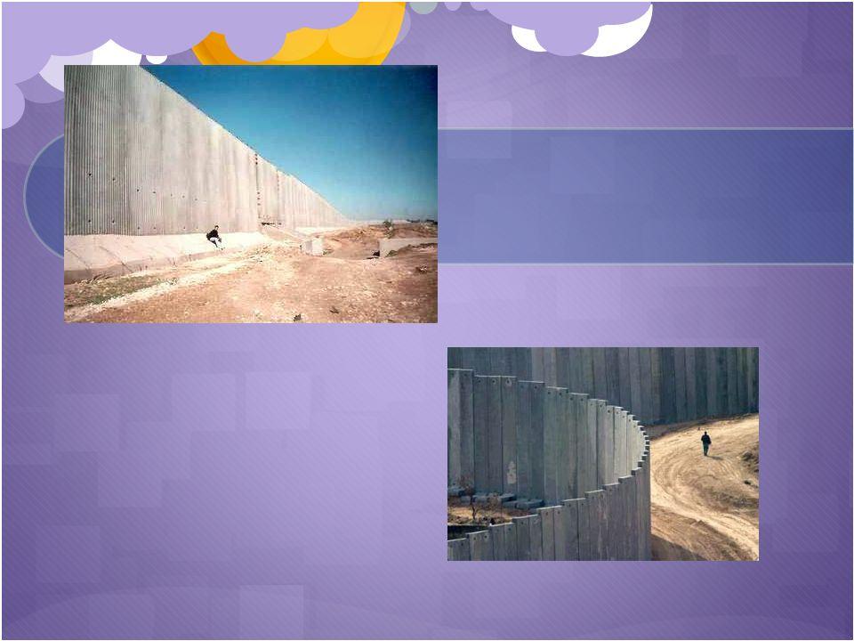Desde la Antigüedad, las murallas y muros se construían principalmente para detener el paso de grupos invasores armados o ejércitos. Sin embargo los m