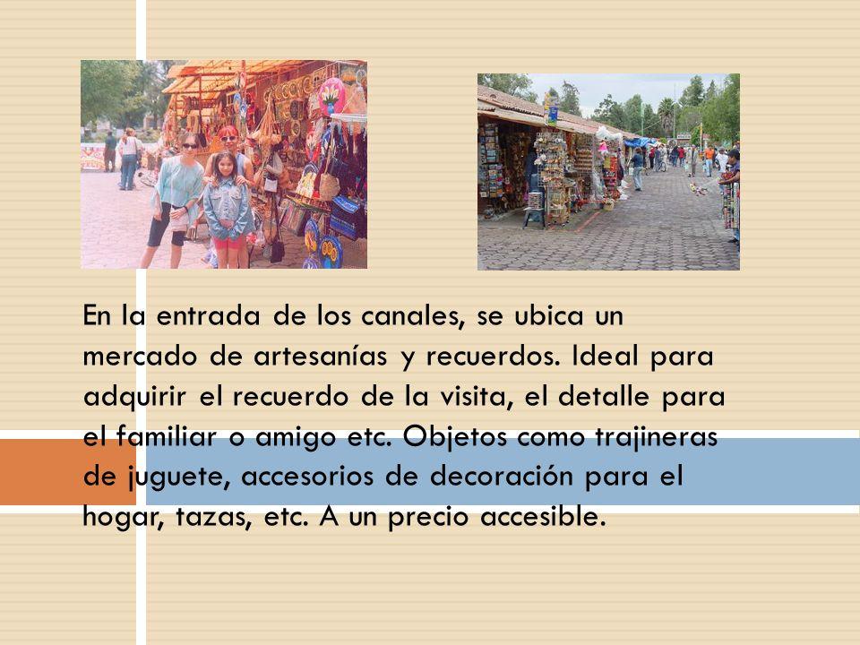 En la entrada de los canales, se ubica un mercado de artesanías y recuerdos. Ideal para adquirir el recuerdo de la visita, el detalle para el familiar