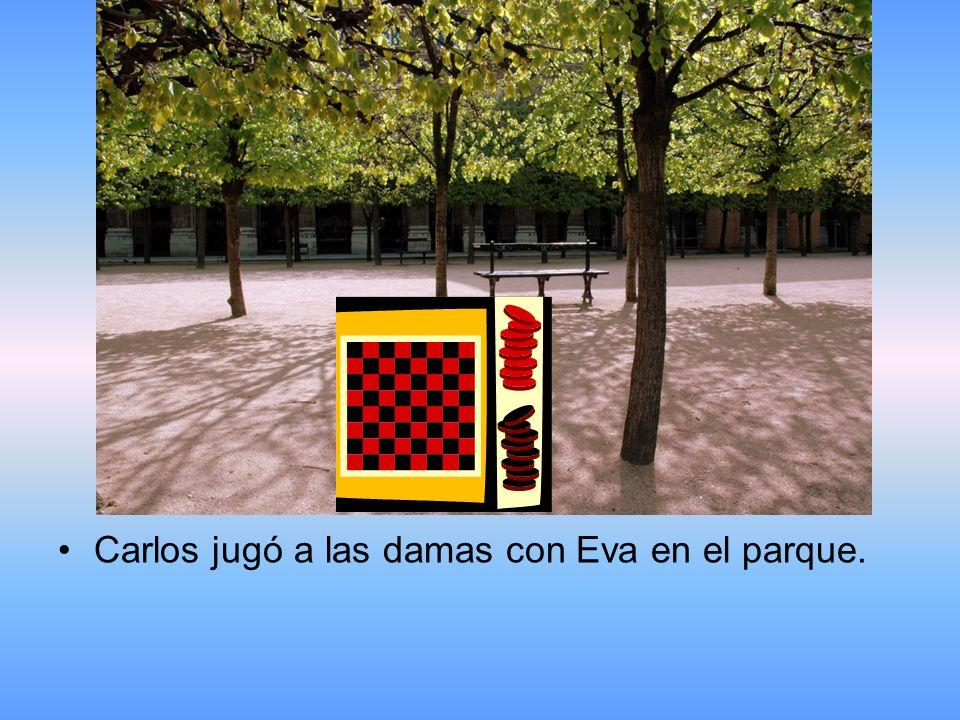 Carlos jugó a las damas con Eva en el parque.