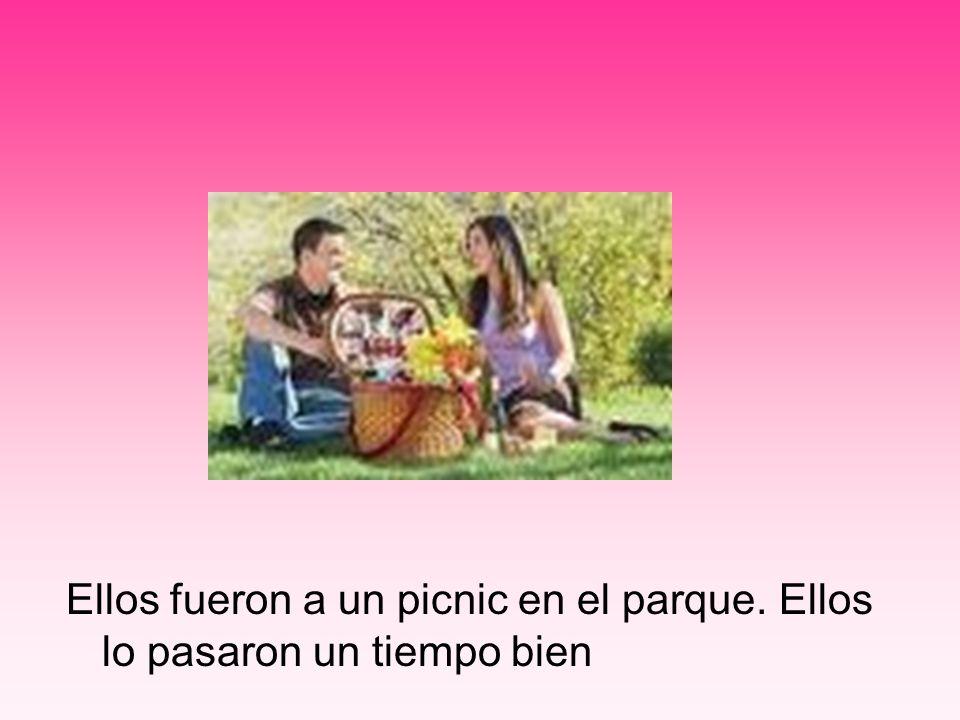 Ellos fueron a un picnic en el parque. Ellos lo pasaron un tiempo bien