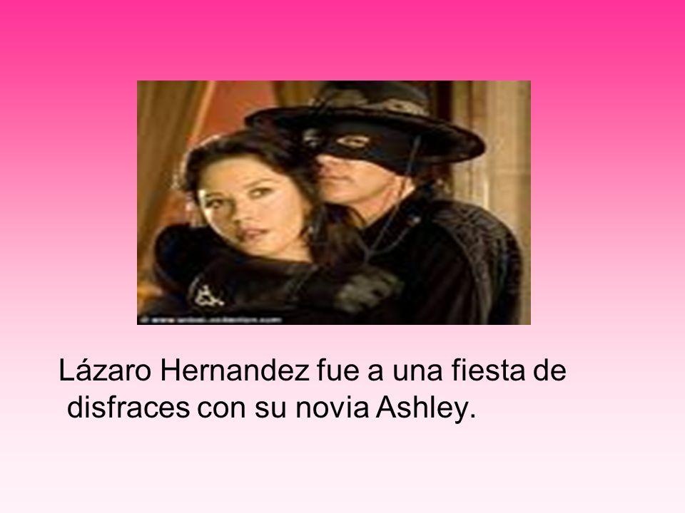 Lázaro Hernandez fue a una fiesta de disfraces con su novia Ashley.