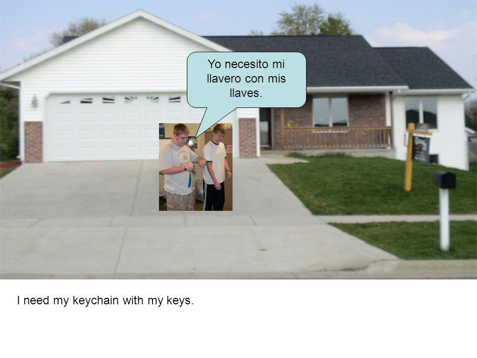 Yo necesito mi llavero con mis llaves. I need my keychain with my keys.