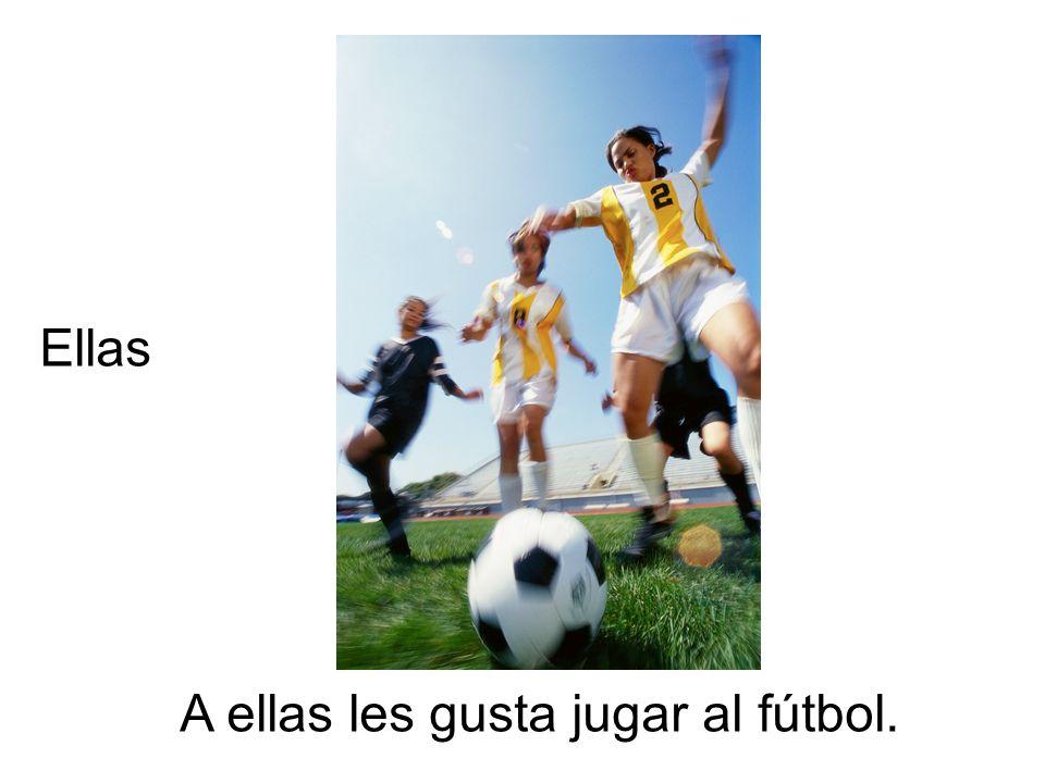 A ellas les gusta jugar al fútbol. Ellas