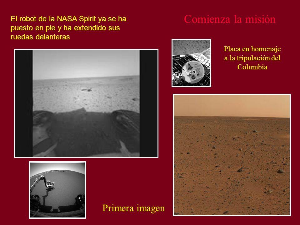 Comienza la misión El robot de la NASA Spirit ya se ha puesto en pie y ha extendido sus ruedas delanteras Primera imagen Placa en homenaje a la tripul