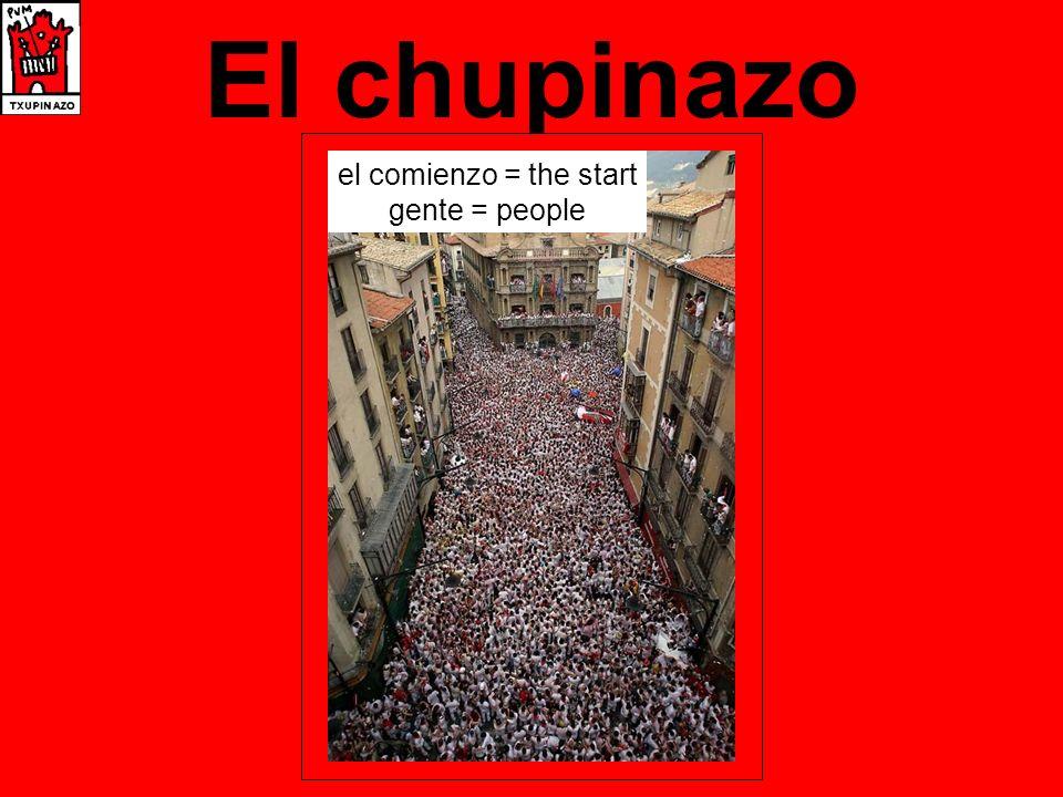 El chupinazo champán = champagne tiran = they throw