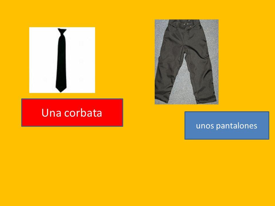 unos pantalones Una corbata