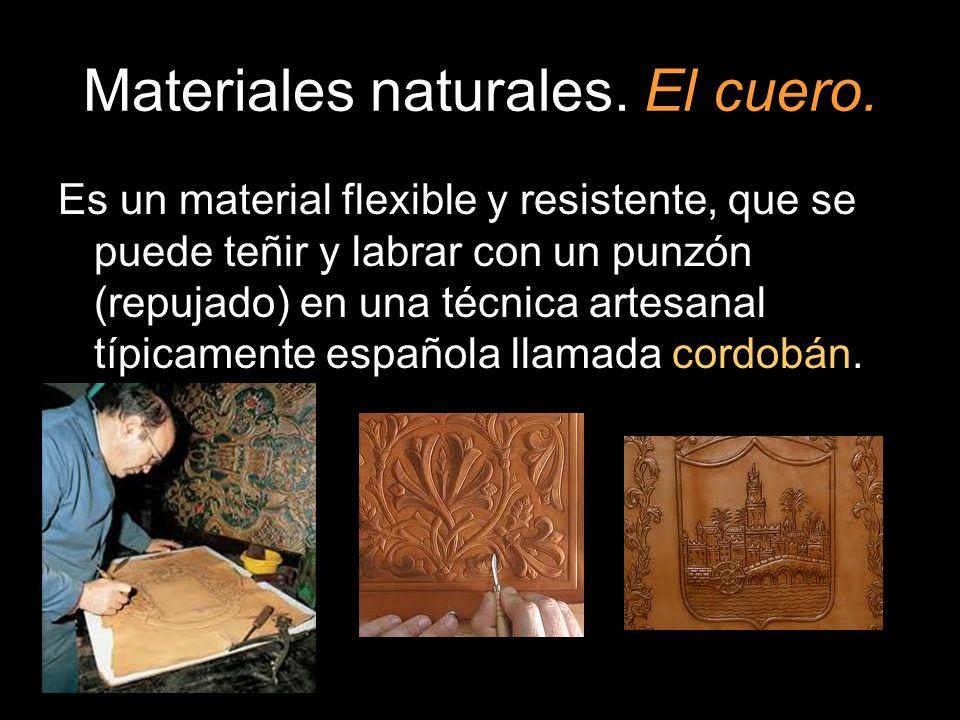 Es un material flexible y resistente, que se puede teñir y labrar con un punzón (repujado) en una técnica artesanal típicamente española llamada cordo