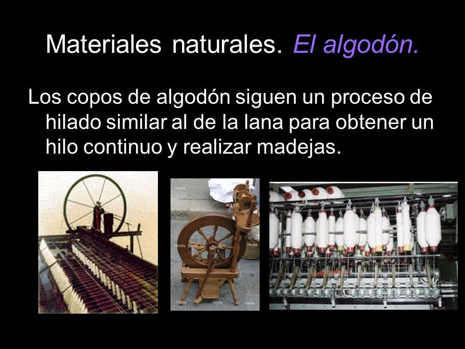 Materiales naturales. El algodón. Los copos de algodón siguen un proceso de hilado similar al de la lana para obtener un hilo continuo y realizar made
