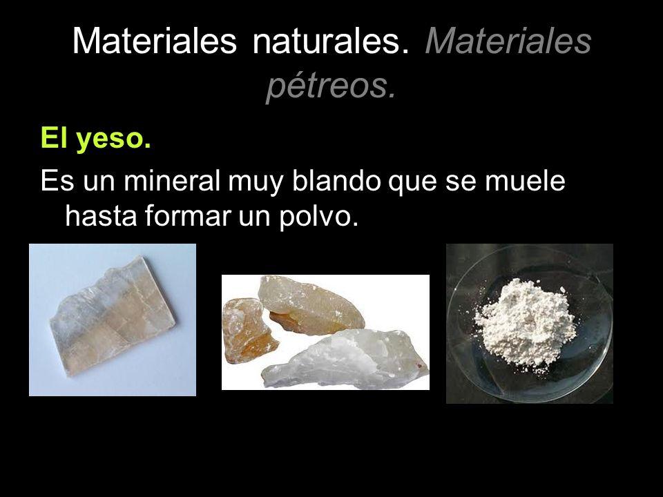 Materiales naturales. Materiales pétreos. El yeso. Es un mineral muy blando que se muele hasta formar un polvo.