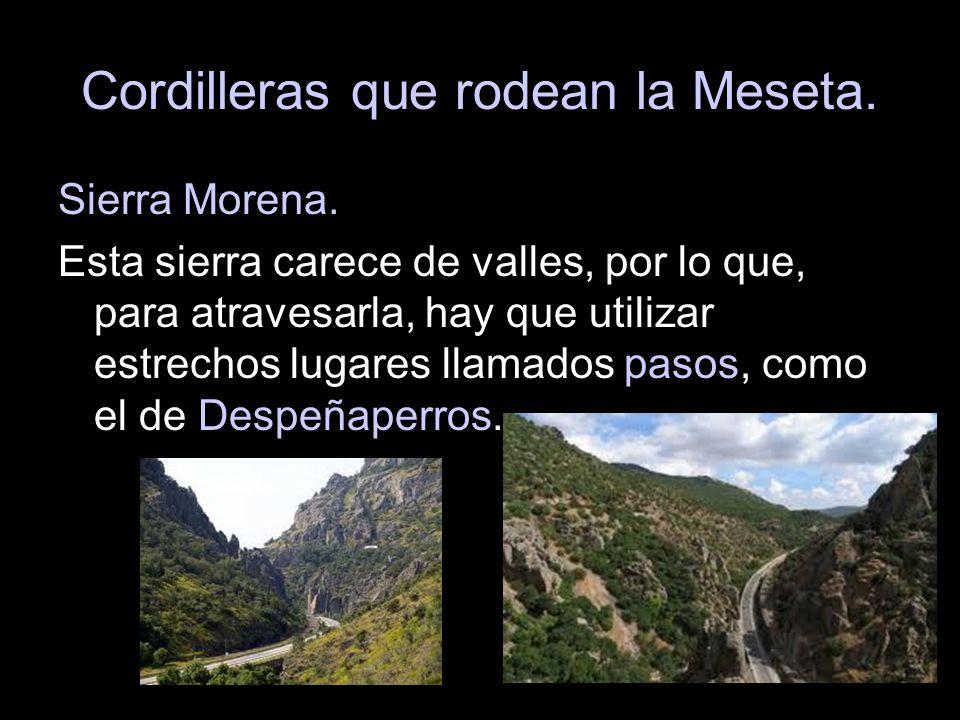 Sierra Morena. Esta sierra carece de valles, por lo que, para atravesarla, hay que utilizar estrechos lugares llamados pasos, como el de Despeñaperros