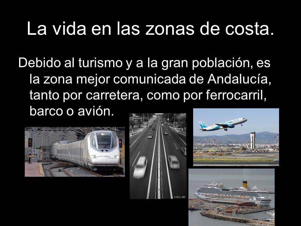 Debido al turismo y a la gran población, es la zona mejor comunicada de Andalucía, tanto por carretera, como por ferrocarril, barco o avión.