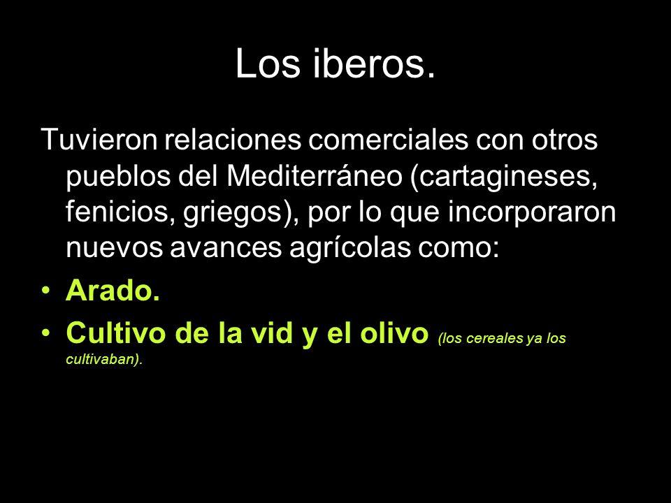 Los iberos. Tuvieron relaciones comerciales con otros pueblos del Mediterráneo (cartagineses, fenicios, griegos), por lo que incorporaron nuevos avanc