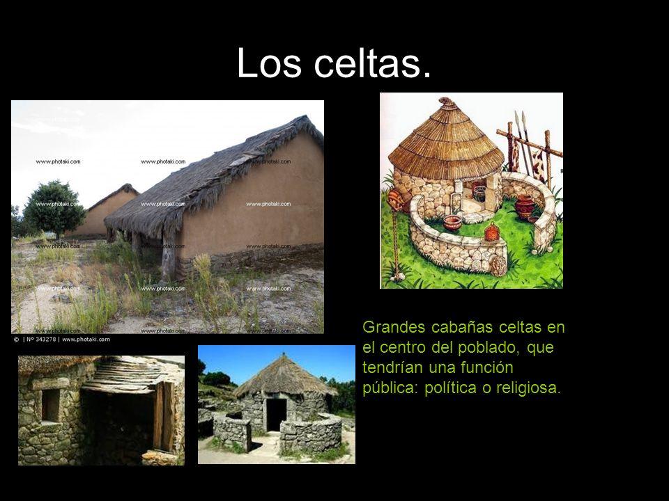 Los celtas. Grandes cabañas celtas en el centro del poblado, que tendrían una función pública: política o religiosa.