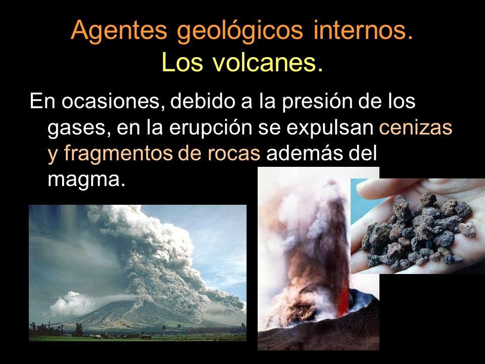 Agentes geológicos internos. Los volcanes. En ocasiones, debido a la presión de los gases, en la erupción se expulsan cenizas y fragmentos de rocas ad