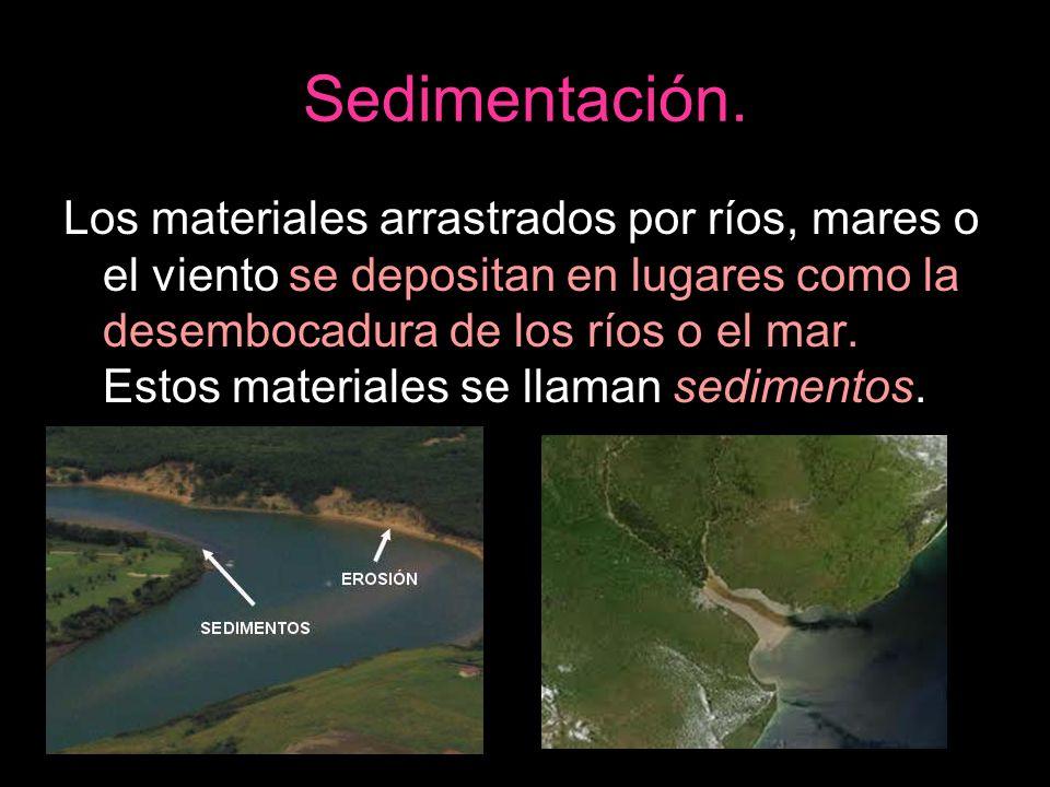 Sedimentación. Los materiales arrastrados por ríos, mares o el viento se depositan en lugares como la desembocadura de los ríos o el mar. Estos materi
