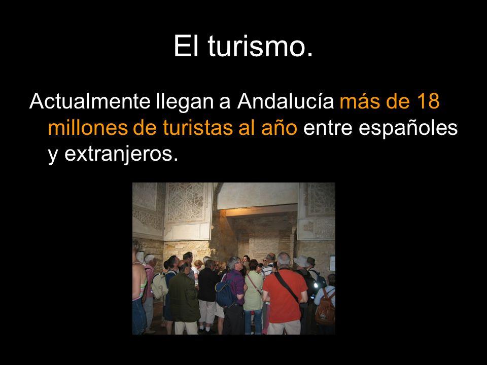 El turismo. Actualmente llegan a Andalucía más de 18 millones de turistas al año entre españoles y extranjeros.