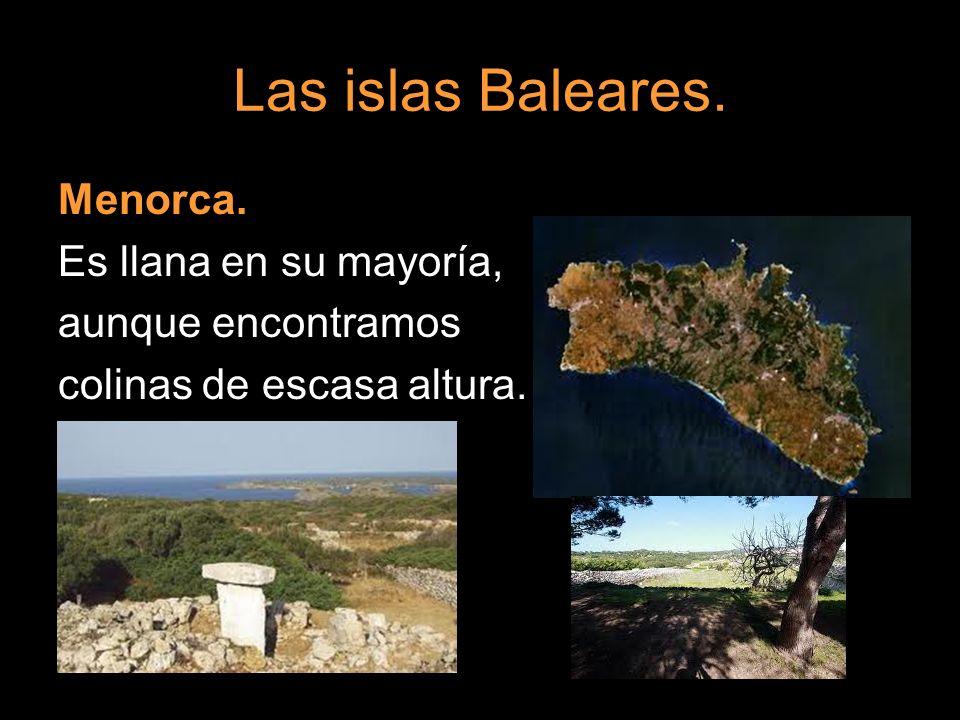 Las islas Baleares. Menorca. Es llana en su mayoría, aunque encontramos colinas de escasa altura.